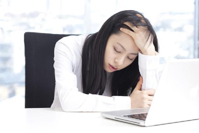 月経の症状に悩む女性