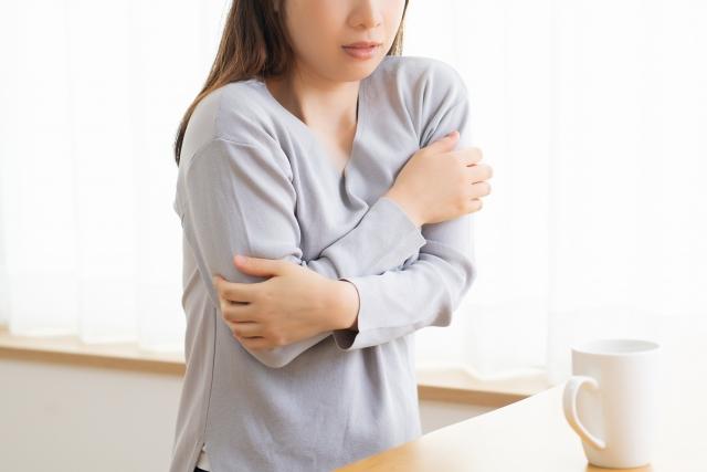 卵管閉塞による冷え等の体調不良に悩む女性